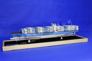 80cm EMMA MAERSK Mixed Colour Container Ship Model